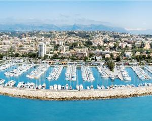 Place de port a vendre a saint laurent du var 11 m - Restaurant port de saint laurent du var ...